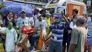 Photo of ৩ কেন্দ্রে তৃণমূল এগিয়ে